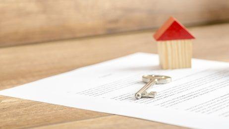 Finanzierung abstimmen – worauf beim Wohnungskauf im jungen Alter zu achten ist